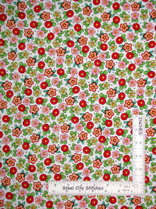 Christmas-Mary-Engelbreit-Peppermint-Flowers-on-White-Cotton-Fabric-QT-Yard
