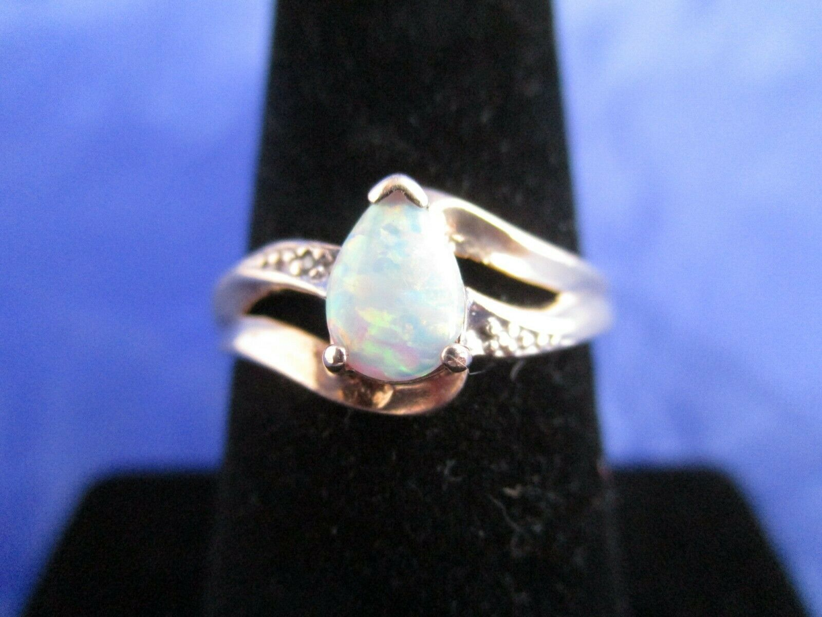 Vintage 10K Yellow gold Opal Ring    Size 6.75    (MARKED 10K)