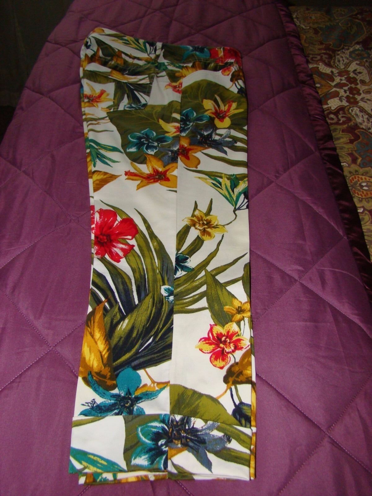 Beautiful Cache tropical cropped pants size 6