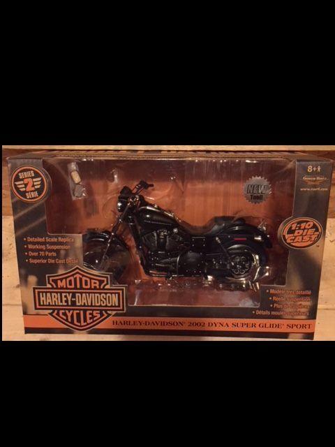 gran selección y entrega rápida 2002 Harley Davidson Dyna súper Glide Negro 1 10 10 10 Ertl American Muscle 33157  más vendido