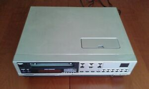 Video-Betamax-Sanyo-VTC-6500-vintage-retro-VHS-videocassette