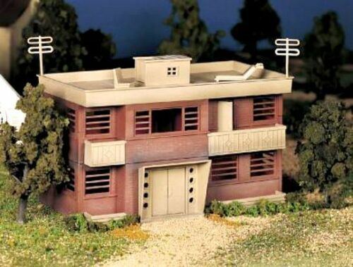 New In Box O//S  Scale PLASTICVILLE TWO STORY APARTMENT BUILDING