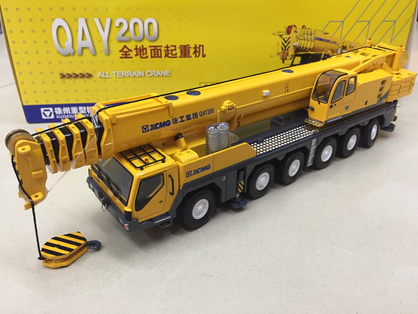 1 50 XCMG QAY200T Mobile Heavy Crane Metal Diecast Truck Toy Model Collection