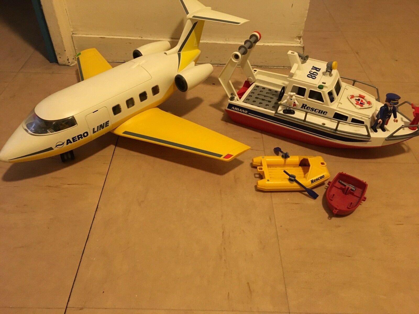 Lot playmobil plane + boat with characters