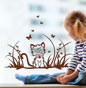 Fensterbild-Fensterdeko-Fenstersticker-Katze-mit-Schmetterlingen-auf-Wiese-M1371