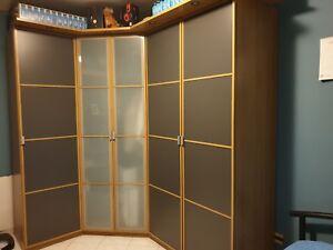 Dettagli su Cameretta completa cabina armadio letto 1 piazza e mezzo e  scrivania mensola
