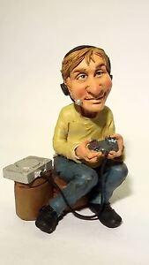 Figurine-Mestieri-Les-Alpes-Mister-Videogame-014-99745-Collection-Caricature