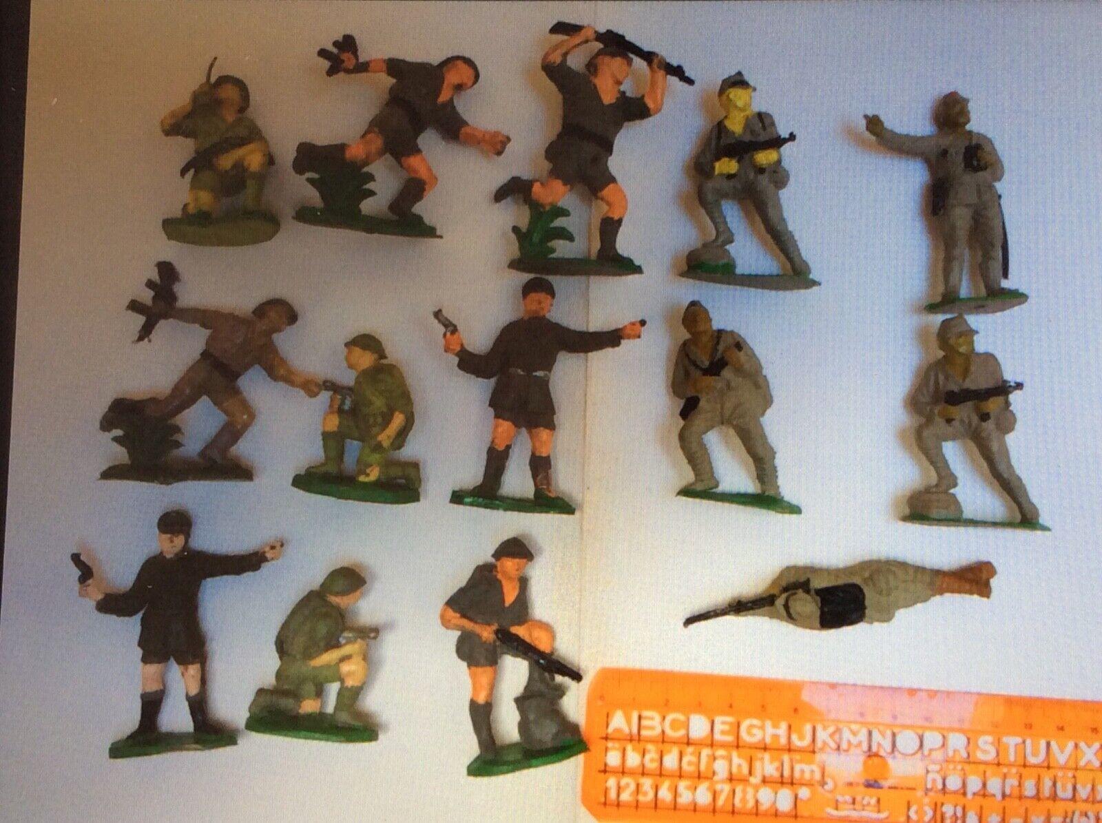 Soldados de goma de juguete. Antiguos