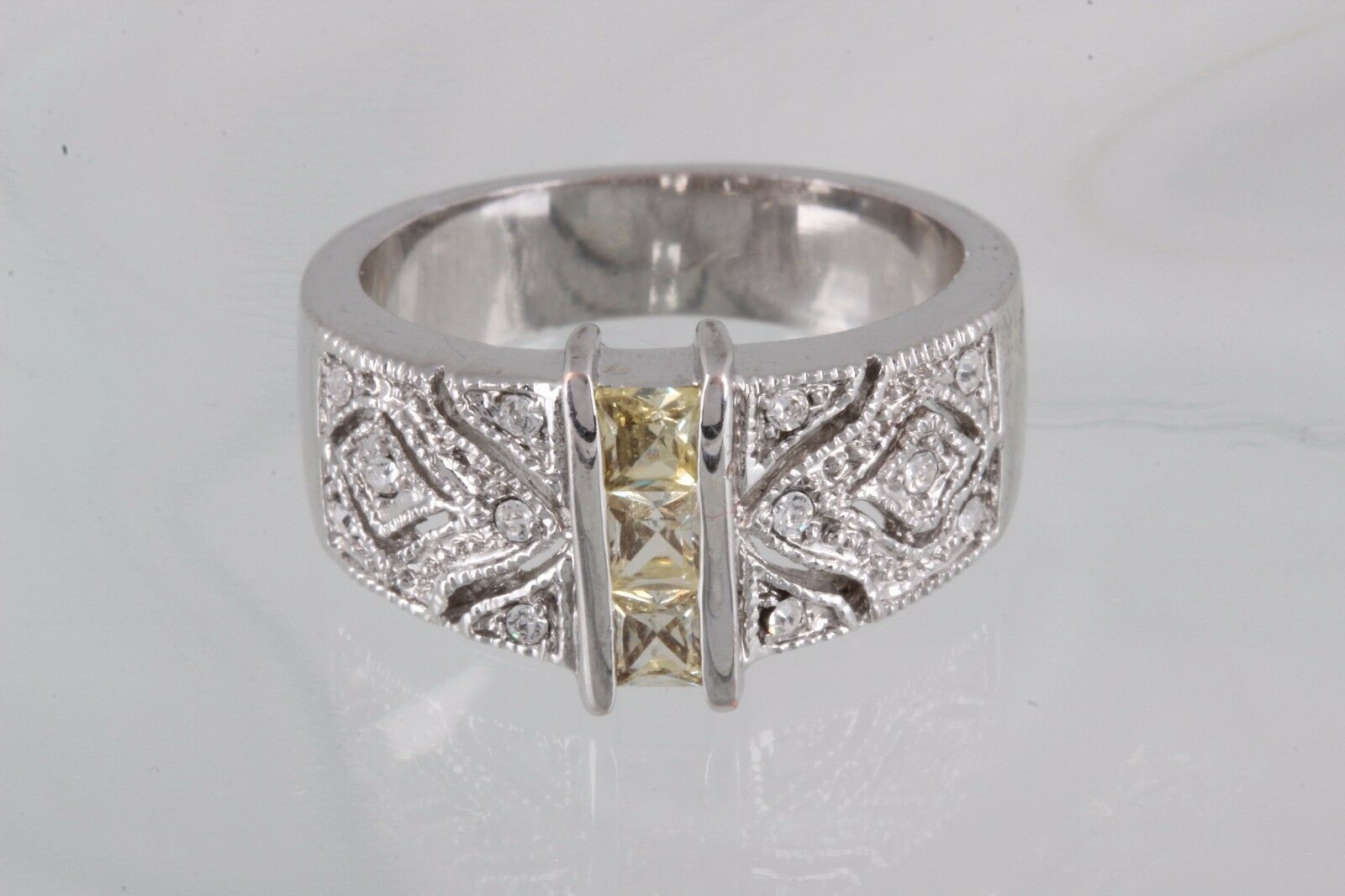 COSTUME YELLOW & CLEAR STONES RING SIZE ____ FASHION