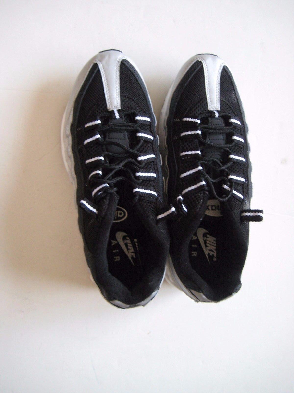NIKE AIR MAX 95 Size 8 Platinum Sneaker New 104220-101
