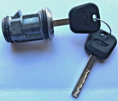 NEW OEM GM SPARE TIRE LOCK REAR BUMPER CYLINDER WHEEL CARRIER W//2 Matching Keys