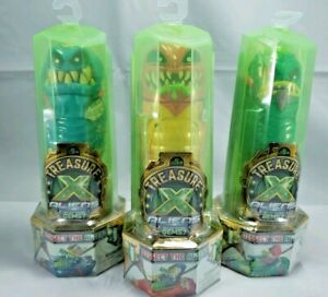 With 12-Step Reveal green Treasure X Alien Hunters Single Pack