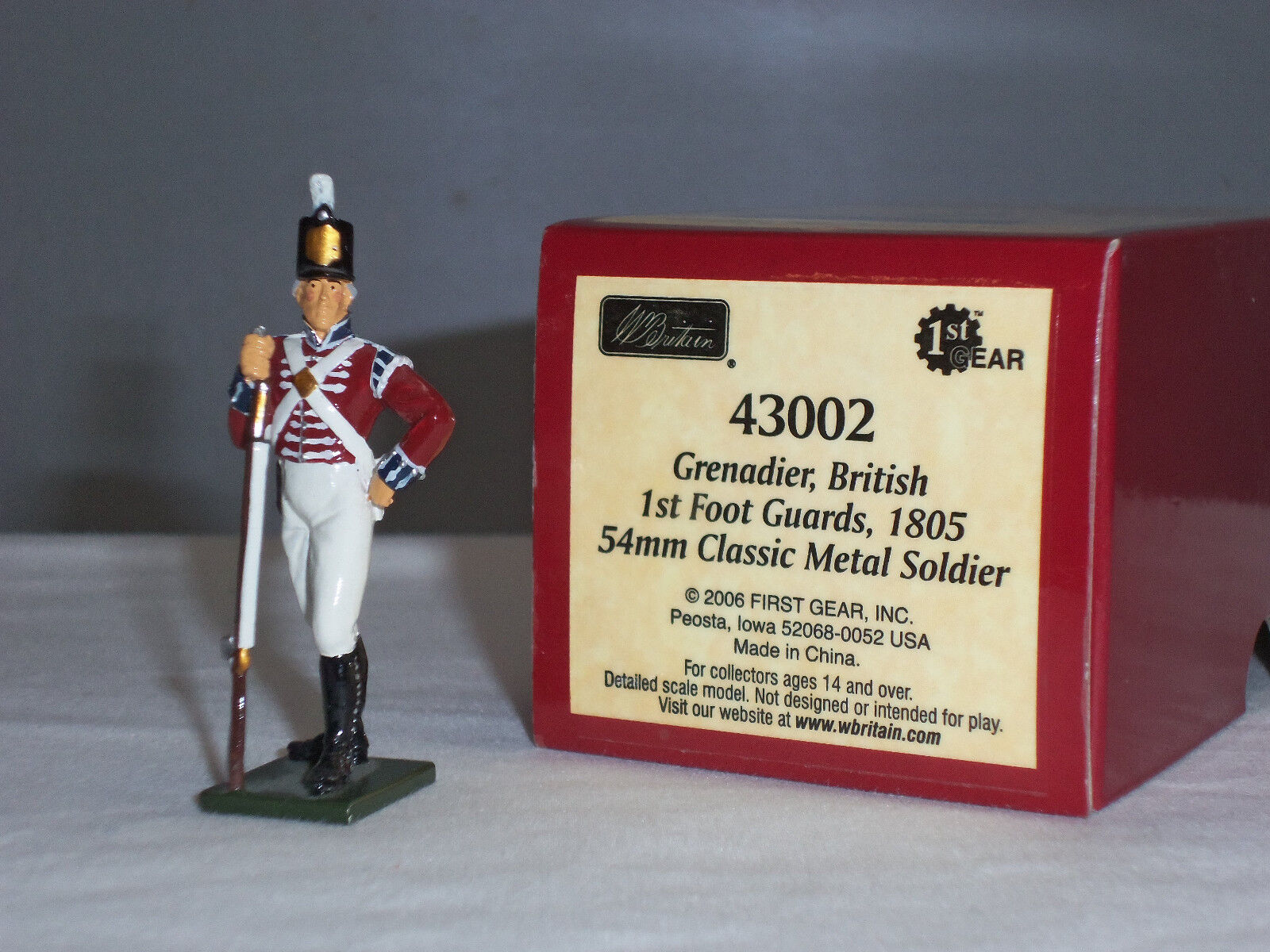 BRITAINS 43002 REDCOATS BRITISH GRENADIER 1ST FOOT GUARDS 1805 TOY TOY TOY SOLDIER 191eb7