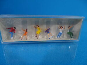 Preiser-24664-Figures-for-Chairoplane-kettenkarussell-HO-scale