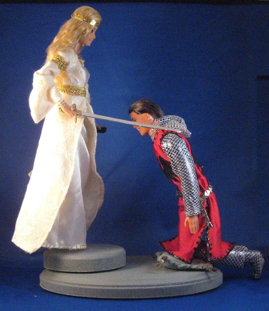 El galardón  uno de un tipo medieval Barbie y Ken Muñeca repintado Set