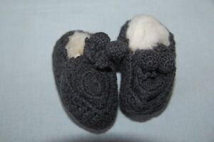 NORO-Chaussons-Pompon-bebe-tricotes-main-Violet-6-mois-neuf