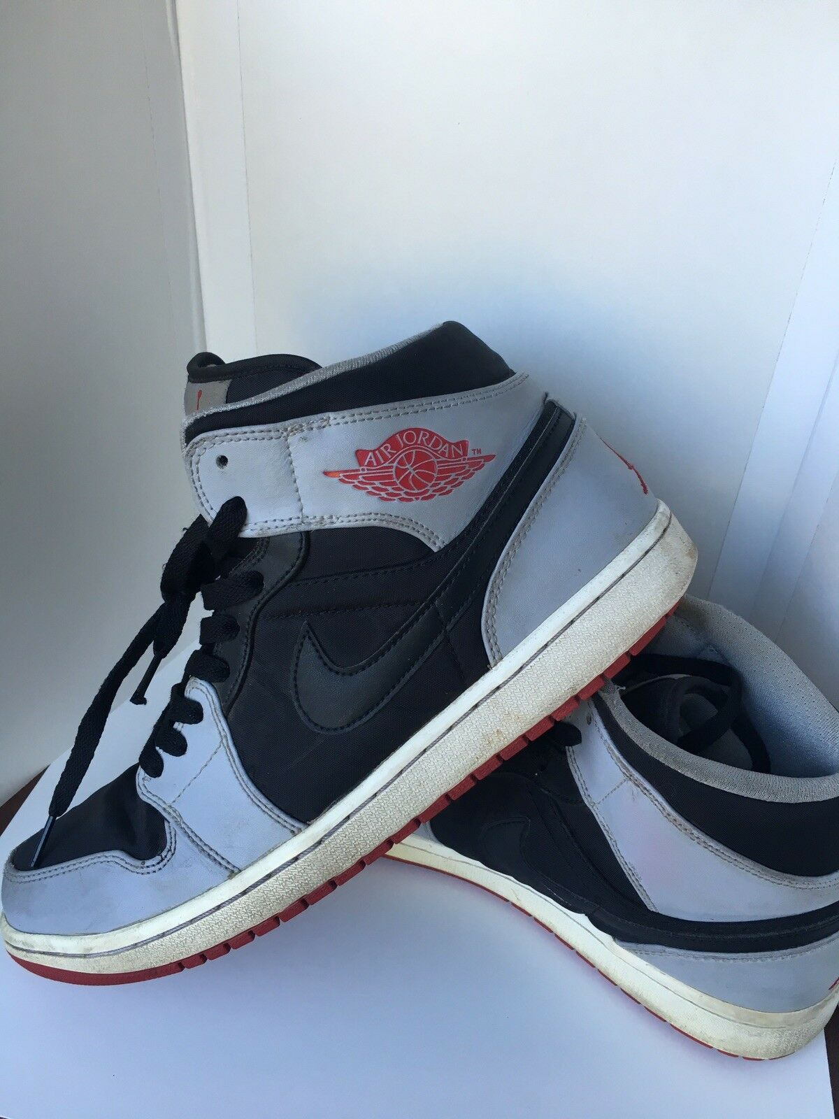 Nike rosse air jordan uomini 1 metà nero grigio scarpe rosse Nike 554724-012 pre possedeva dimensioni 11