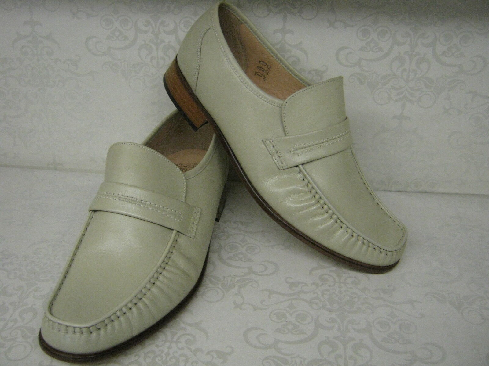 Men Grenson Watford Ivory Leather Moccasin Smart Slip Ons