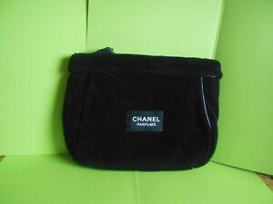 Chanel-grande-trousse-noire-velours-chanel-parfum