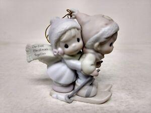 Precious-Moments-Nuestras-Primera-Navidad-Together-96-Porcelana-Ornamento-183911