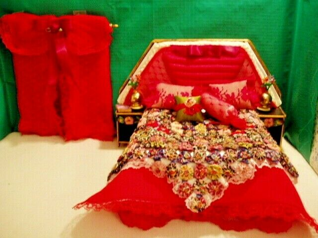 Miniature Bed with Complete Bedding and Curtains-for Room Box or Dollhouse OOK