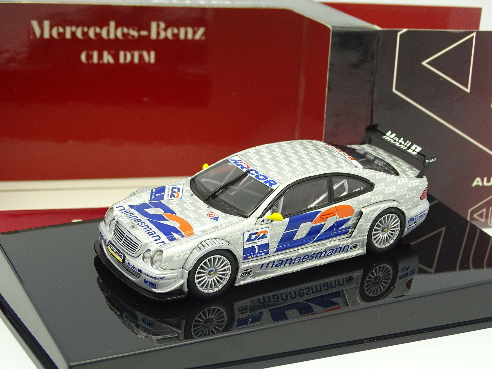 Auto Art 1 43 - Mercedes CLK DTM 2000 Schneider