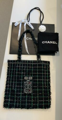 100% AUTH CHANEL TWEED ROBOT TOTE BAG