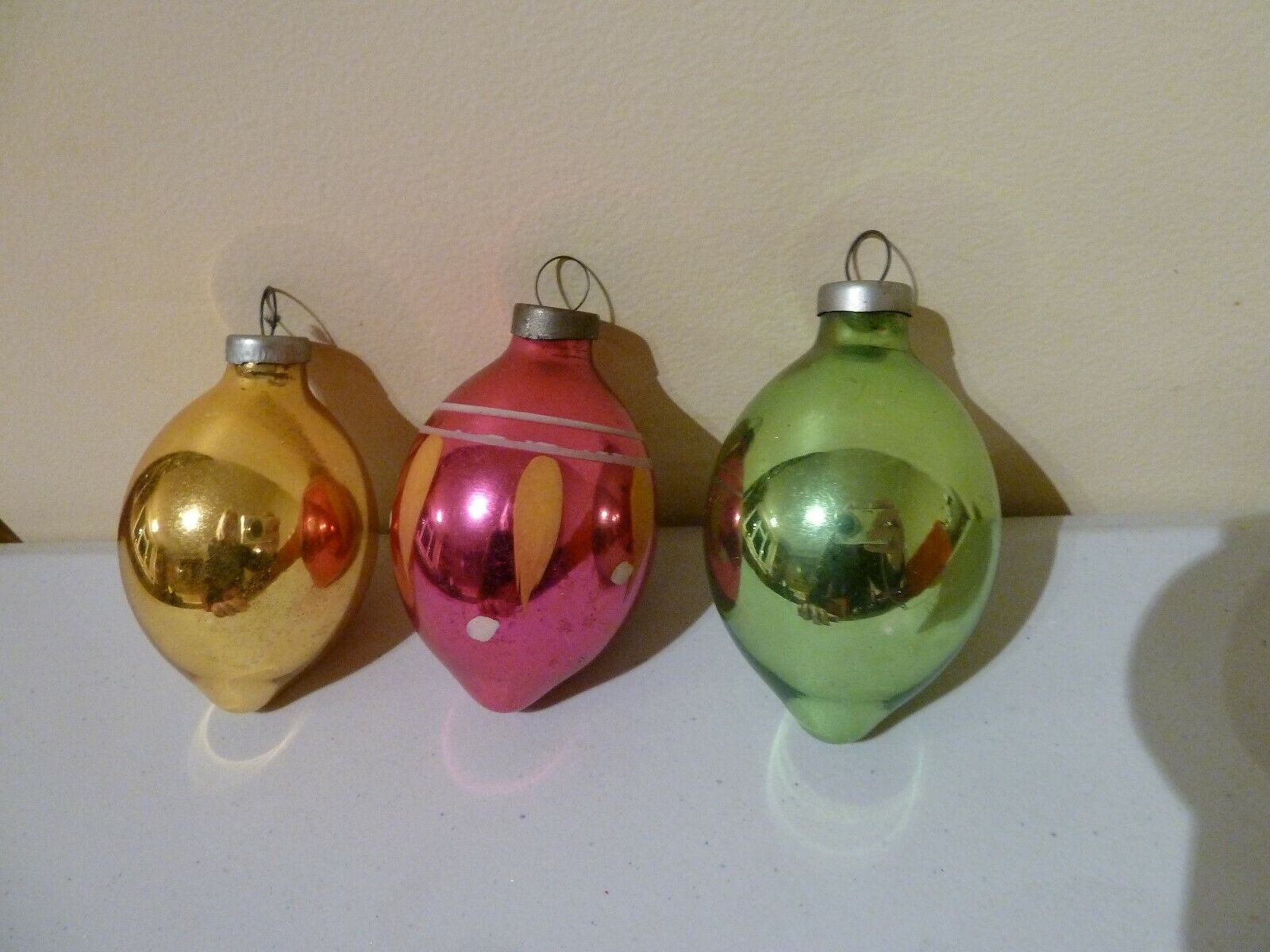 VINTAGE VERY OLD CHRISTMAS TREE BAUBLES x 3 COLLECTIBLE PROP DISPLAY