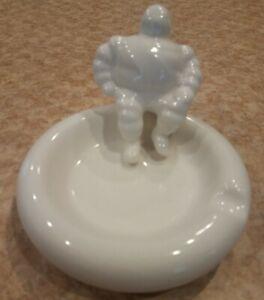 VINTAGE MICHELIN MAN BIBENDUM CREAM WHITE CERAMIC PUFFY ROUND ASHTRAY CIGAR TRAY
