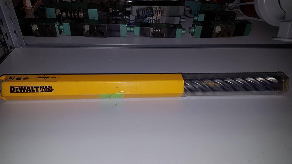 DEWALT SDS MAX ROTARY HAMMER BIT 1-3 8  X 22-1 2  HIGH IMPACT CARBIDE TIP  W39