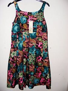 BNWT-VINTAGE-STYLE-ALICE-DRESS-BY-DARLING-FLORAL-PATTERN-SIZE-SMALL-JADE