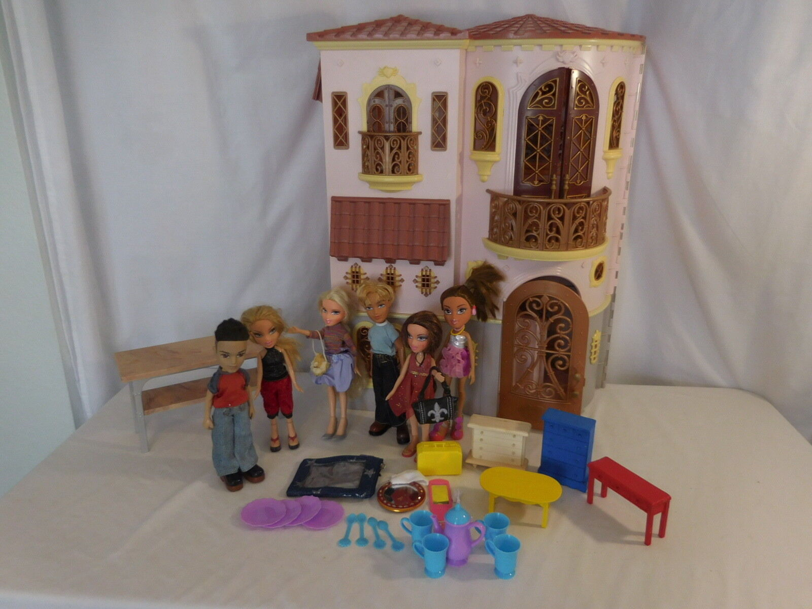 Bratz The Movie Mansion Passion 4 Fashion + Dolls Very Large Rare Dolls House