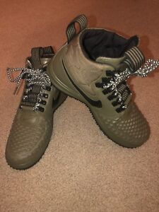 Duckboot Medium 7 916682 202 New 17 Olive Brand Nike Size Lf1 hombre para 5 RwUxTnx