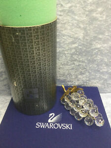Swarovski Crystal Bunch of Grapes - 7509 150 070 / 011 864. Retired 2004.