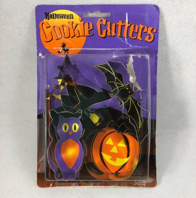 4 FOX RUN WITCH Halloween Cookie Cutter