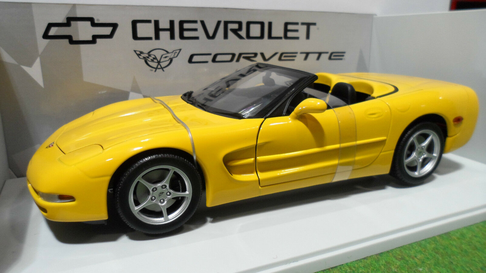 sconto online di vendita CHEVROLET CORVETTE Cabriolet 2000 gituttio 1 18 18 18 d UT modellos 21045 voiture miniature  negozio outlet