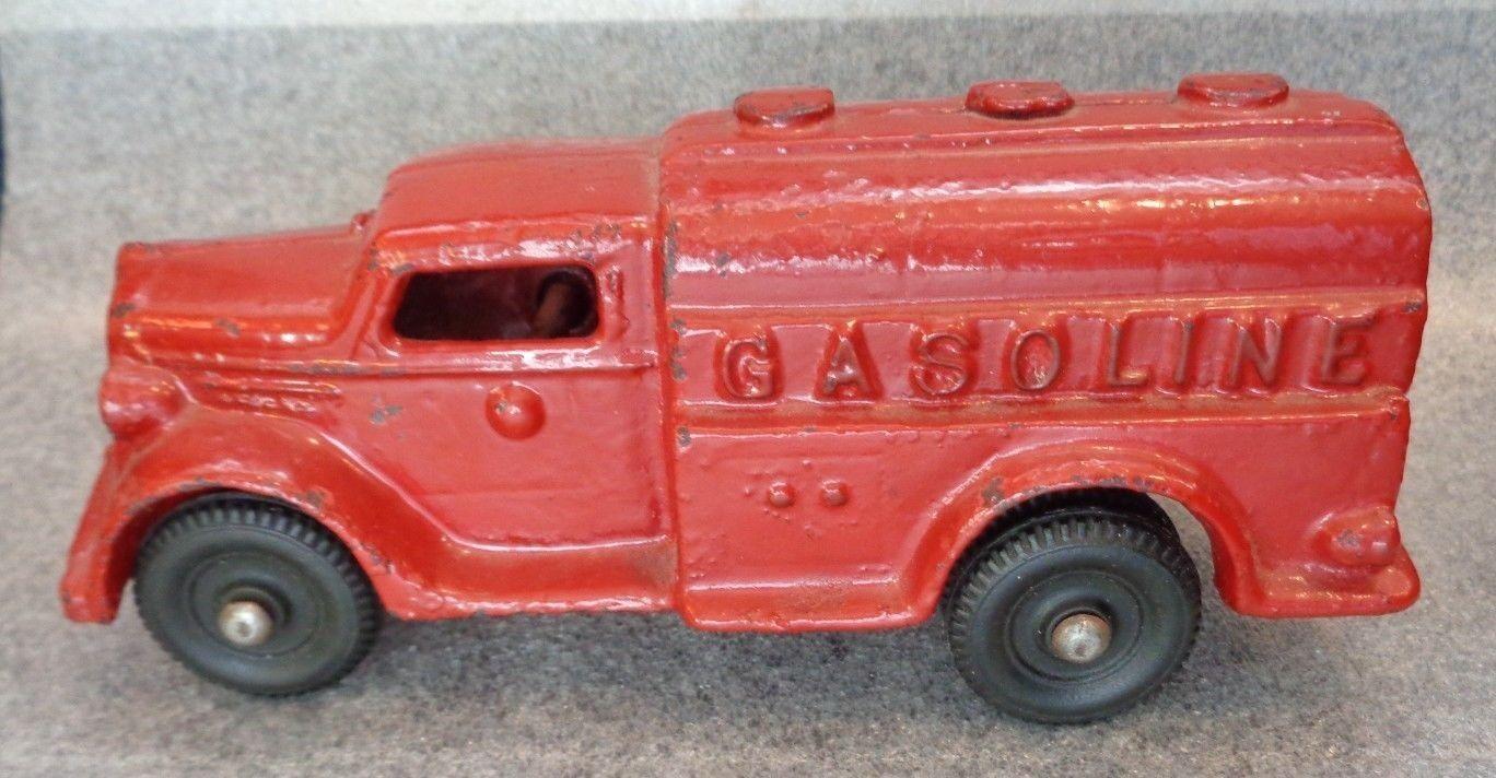Antiguo De Hierro fundido pesado camión de gasolina Juguete Original Pintura Roja