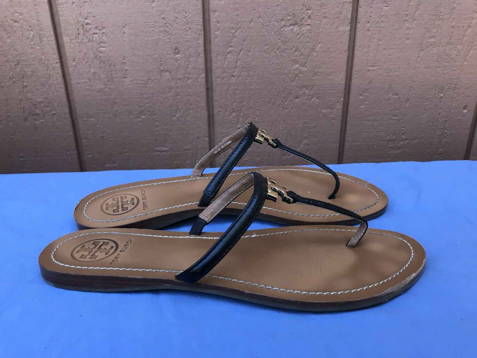 EUC Tory Burch US 9.5 nero Leather oro T Logo Thong Flip Flop Sandal scarpe A4