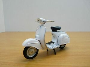 Scooter-PIAGGIO-VESPA-125-GT-GRAN-TURISMO-blanc-1966-1-18