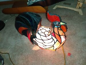 Tiffany Style Beautiful Stained Glass Rooster/Hen/Chicken Lamp/Light HTF