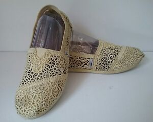 f65a7624102 TOMS Crochet Lace Sz W7 Buttercup Yellow Womens Shoes Flats Slip Ons ...