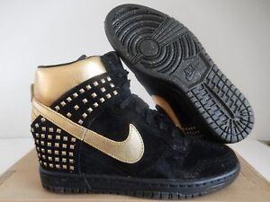 best sneakers 3d8bd b13aa La foto se está cargando Nike-Dunk-Sky-Hi-Alta-Tachuelas-Qs-Negro-