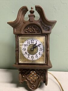 Vintage-Hanging-Wall-Spartus-Corp-Clock-HOME-DECOR-OLD-ANTIQUE-MADE-IN-USA