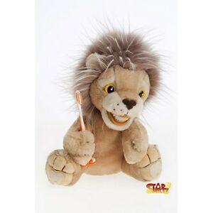 Little-Roary-Lion-TOOTH-BRUSHING-demonstration-puppet
