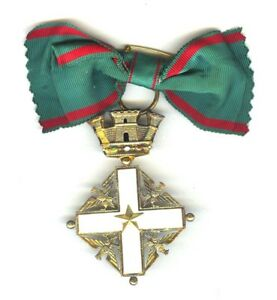 ITALY-REPUBLIC-ORDER-OF-MERIT-COMMANDER-BADGE-IN-SILVER-GILT-WITH-LADIES-BOW