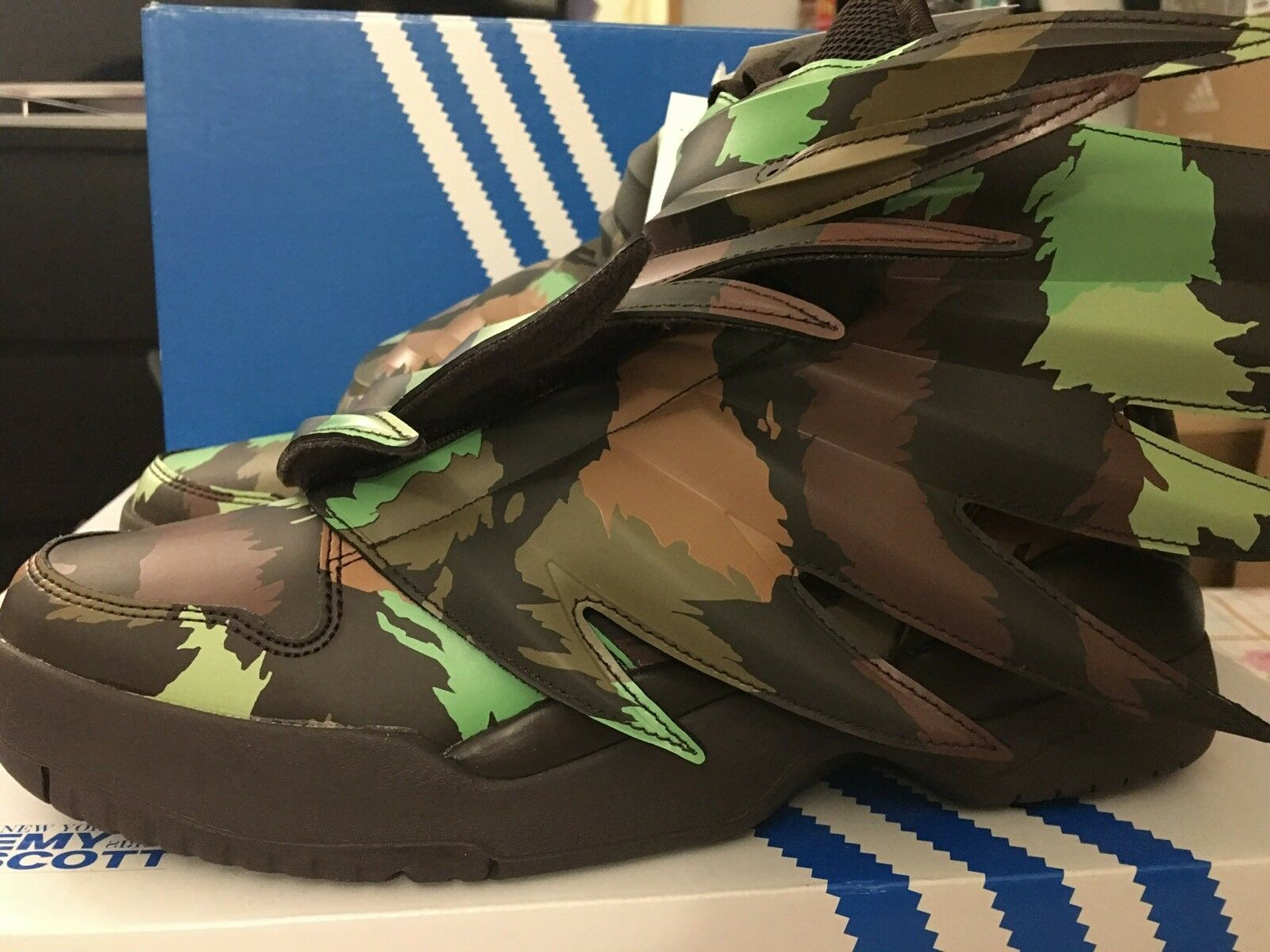 Adidas Jeremy Scott JS Wings 3.0 Multi Sauvage Camo Green S77804 UK 8 EU 42