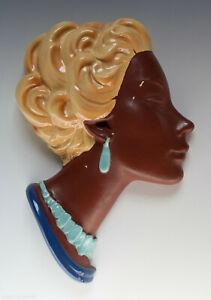 Frauen-Wandkopf-aus-Keramik-Cortendorf-rueckseitige-Praegenummer-3409-um-1955