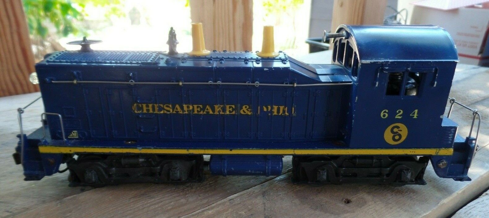 Lionel O Scale Chesapeake & Ohio 624 Diesel Switcher Engine Loco Made in U.S.A.