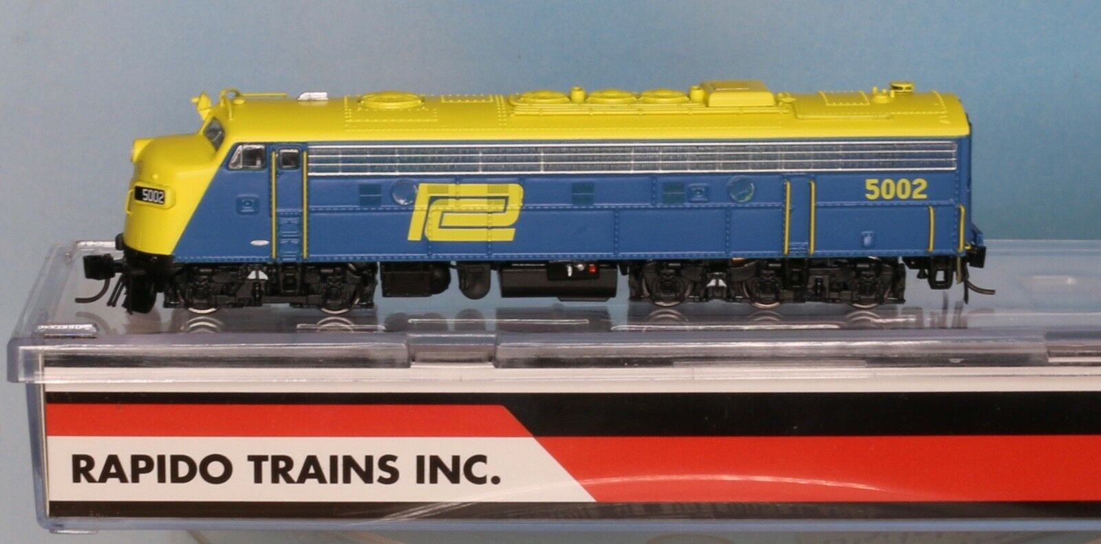 Rapido trains 15535, pista N, EMD fl9 Penn Central  5002, azul-amarillo digital + Sound