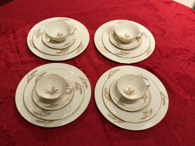 NIB Holiday Classic 4-Plates 10/'5 Dinner Plates By Lenox NEW